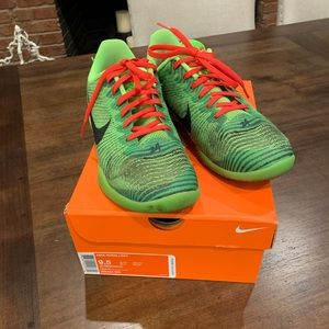 Basketball sneakers good condition.